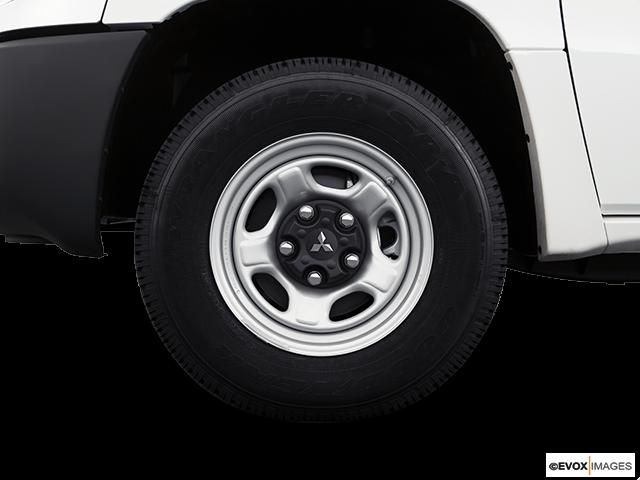 2008 Mitsubishi Raider Front Drivers side wheel at profile
