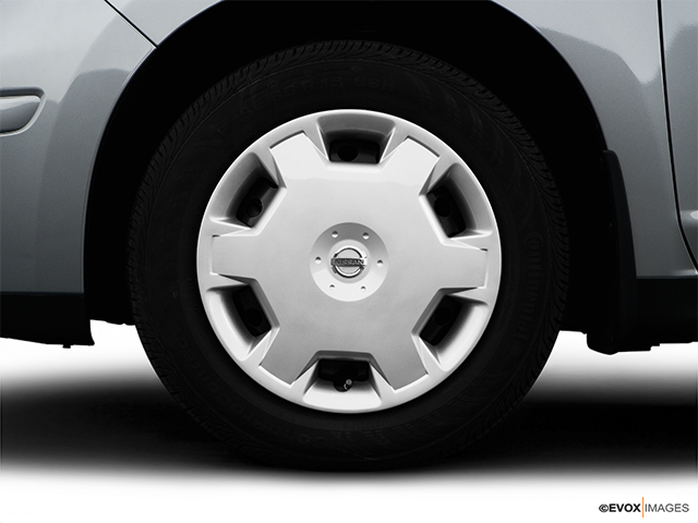 2008 Nissan Versa Front Drivers side wheel at profile