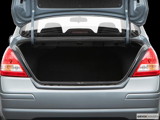 2008 Nissan Versa Trunk open
