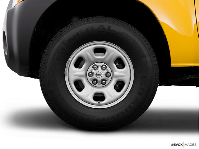2008 Nissan Xterra Front Drivers side wheel at profile