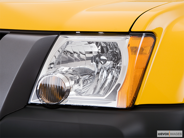 2008 Nissan Xterra Drivers Side Headlight