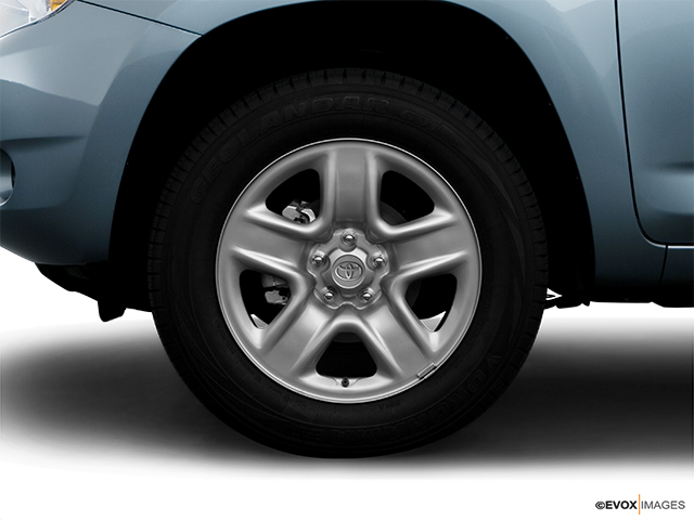 2008 Toyota RAV4 Front Drivers side wheel at profile