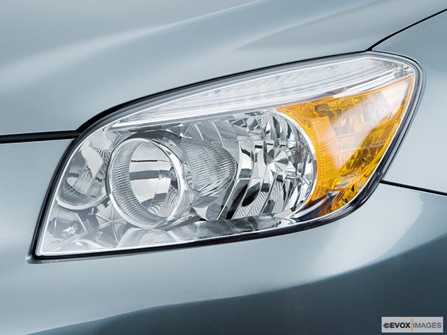 2008 Toyota RAV4 Drivers Side Headlight