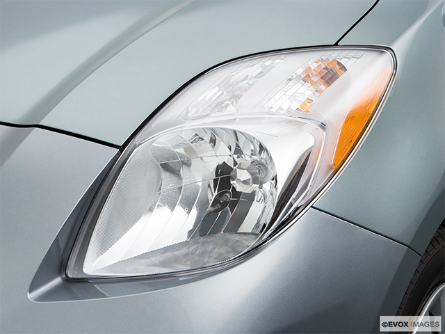 2008 Toyota Yaris Drivers Side Headlight