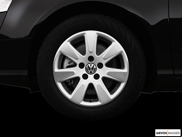 2008 Volkswagen Passat Front Drivers side wheel at profile