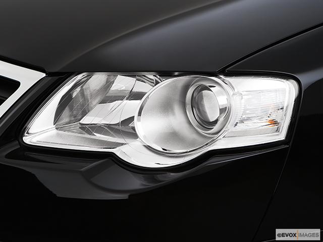 2008 Volkswagen Passat Drivers Side Headlight