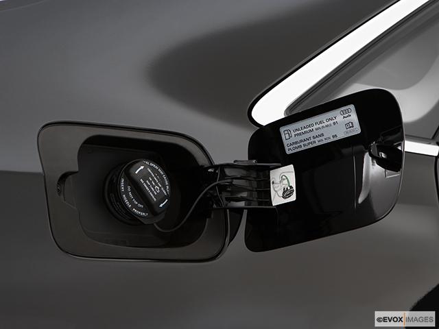 2009 Audi A8 Gas cap open