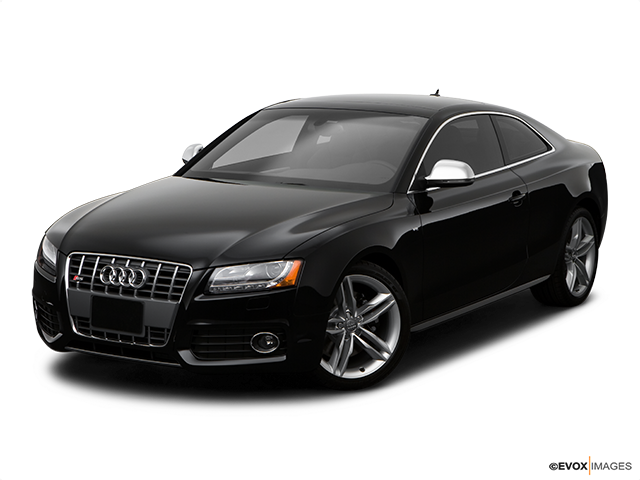 2009 Audi S5 Front angle view