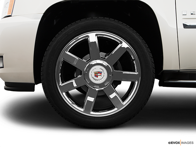 2009 Cadillac Escalade EXT Front Drivers side wheel at profile