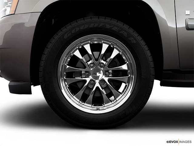 2009 Chevrolet Tahoe Front Drivers side wheel at profile