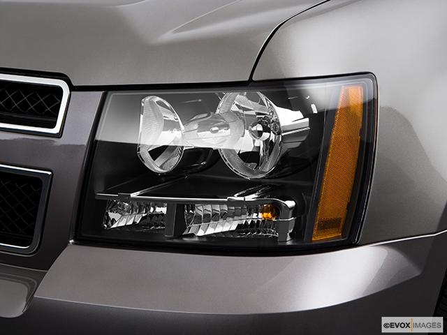 2009 Chevrolet Tahoe Drivers Side Headlight