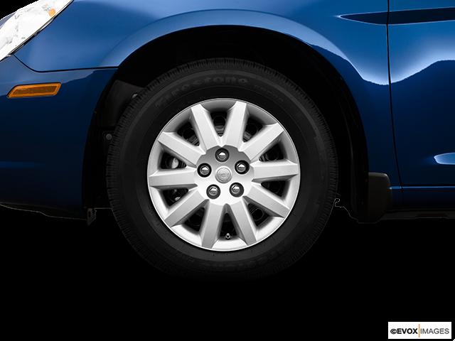 2009 Chrysler Sebring Front Drivers side wheel at profile