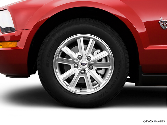 2009 Ford Mustang Front Drivers side wheel at profile