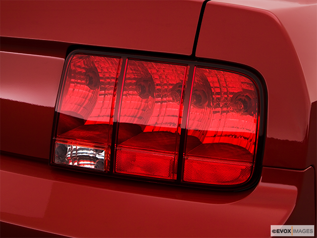 2009 Ford Mustang Passenger Side Taillight