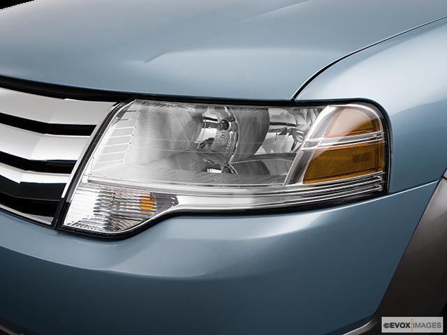 2009 Ford Taurus X Drivers Side Headlight