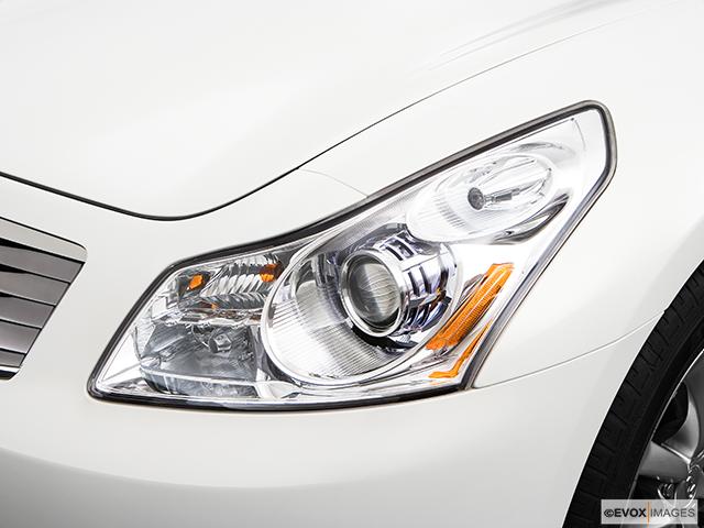 2009 INFINITI G37 Sedan Drivers Side Headlight
