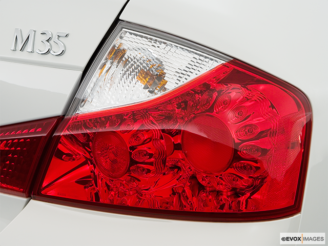 2009 INFINITI M45 Passenger Side Taillight