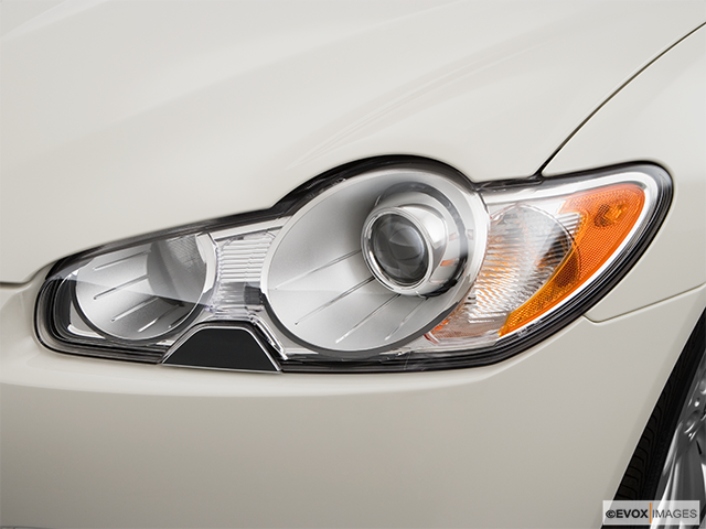 2009 Jaguar XF Drivers Side Headlight