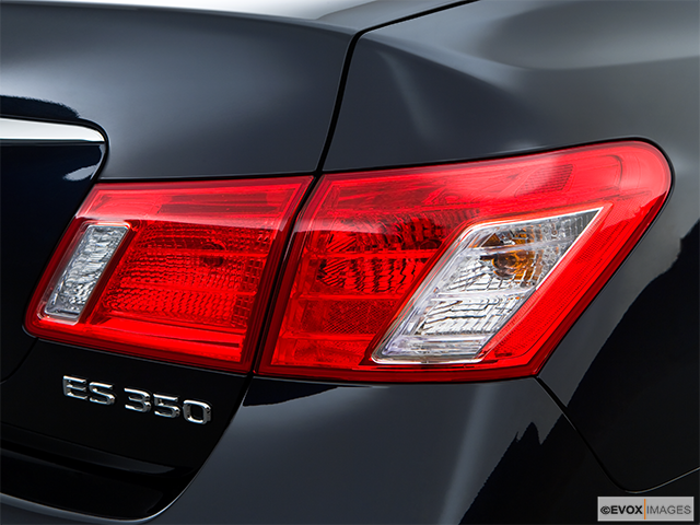 2009 Lexus ES 350 Passenger Side Taillight