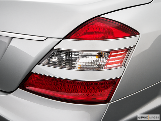 2009 Mercedes-Benz S-Class Passenger Side Taillight