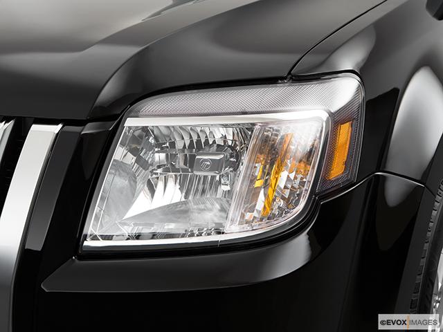 2009 Mercury Mariner Drivers Side Headlight