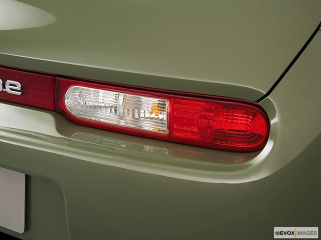 2009 Nissan cube Passenger Side Taillight