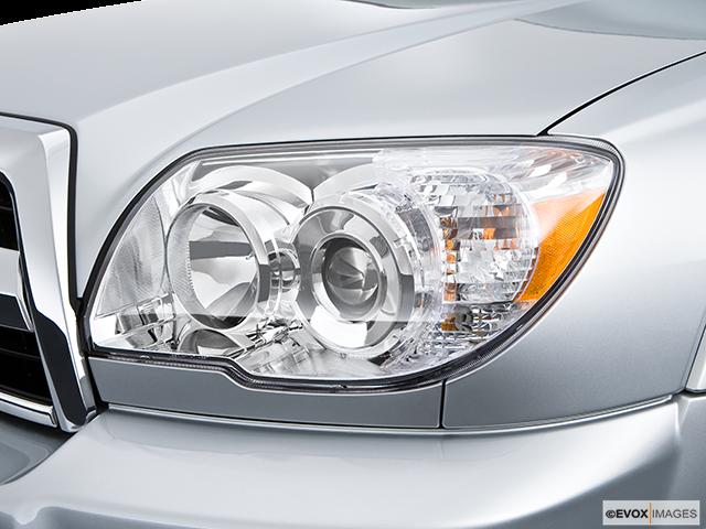 2009 Toyota 4Runner Drivers Side Headlight
