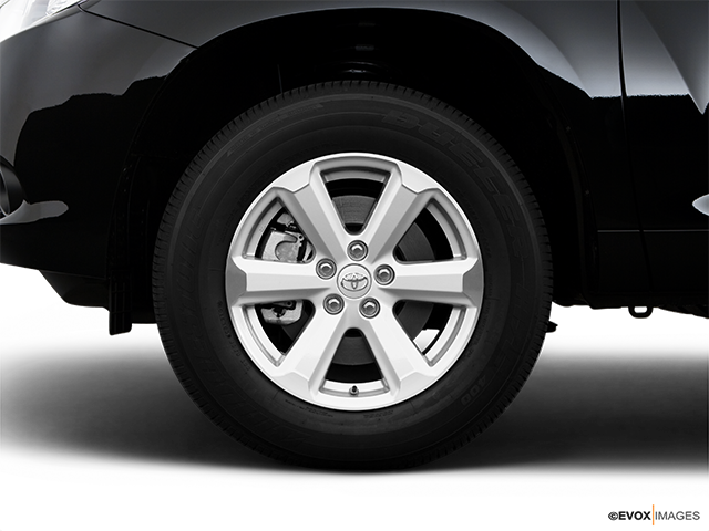 2009 Toyota Highlander Front Drivers side wheel at profile