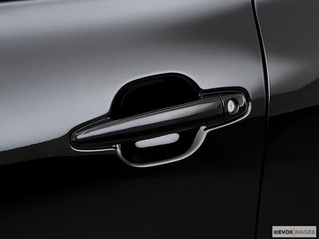 2009 Toyota Highlander Drivers Side Door handle