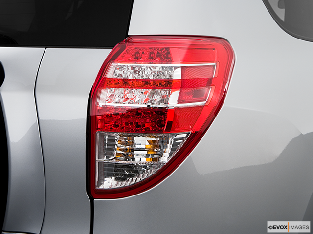 2009 Toyota RAV4 Passenger Side Taillight