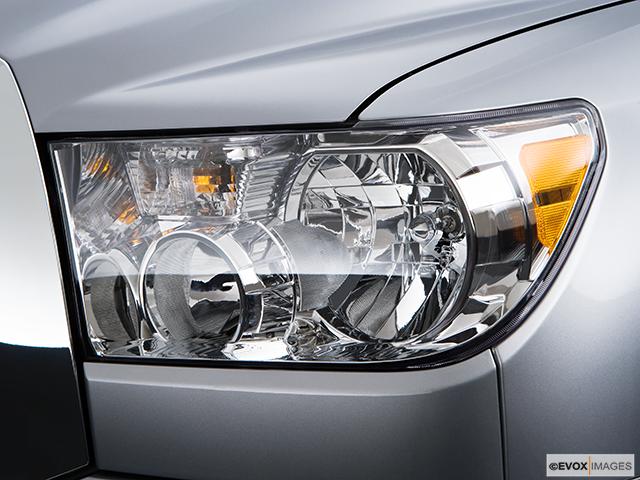 2009 Toyota Tundra Drivers Side Headlight