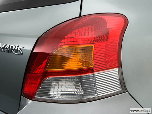 2009 Toyota Yaris Passenger Side Taillight