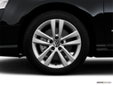 2009 Volkswagen Passat Front Drivers side wheel at profile