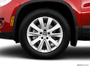 2009 Volkswagen Tiguan Front Drivers side wheel at profile