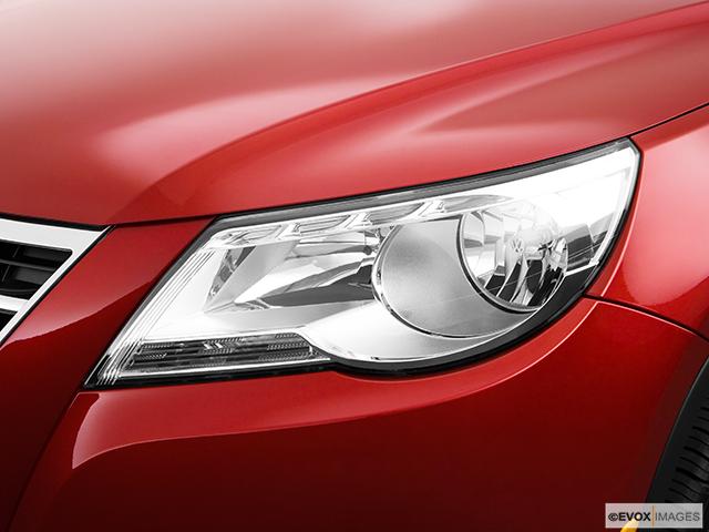 2009 Volkswagen Tiguan Drivers Side Headlight