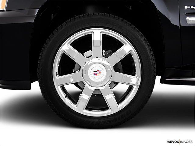 2010 Cadillac Escalade EXT Front Drivers side wheel at profile