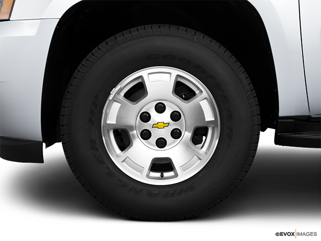 2010 Chevrolet Tahoe Front Drivers side wheel at profile