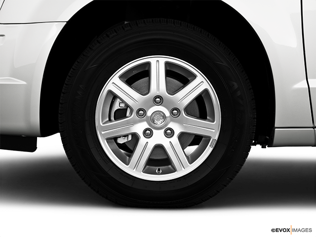 2010 Chrysler Town and Country Front Drivers side wheel at profile