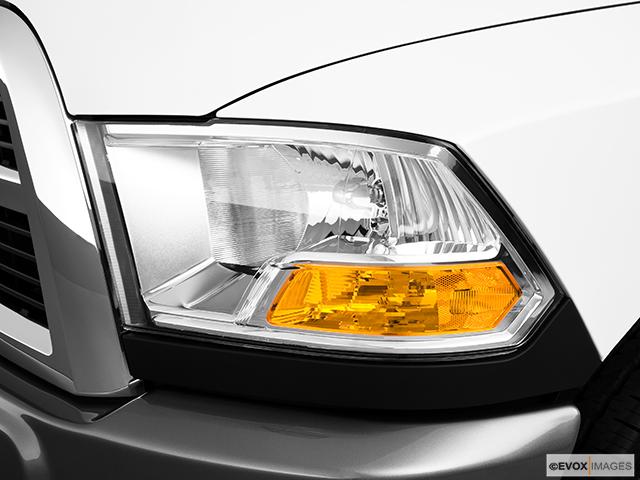 2010 Dodge Ram Pickup 2500 Drivers Side Headlight