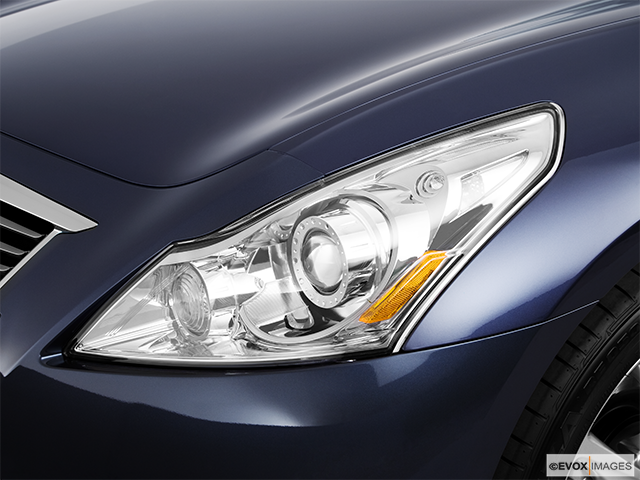 2010 INFINITI G37 Sedan Drivers Side Headlight