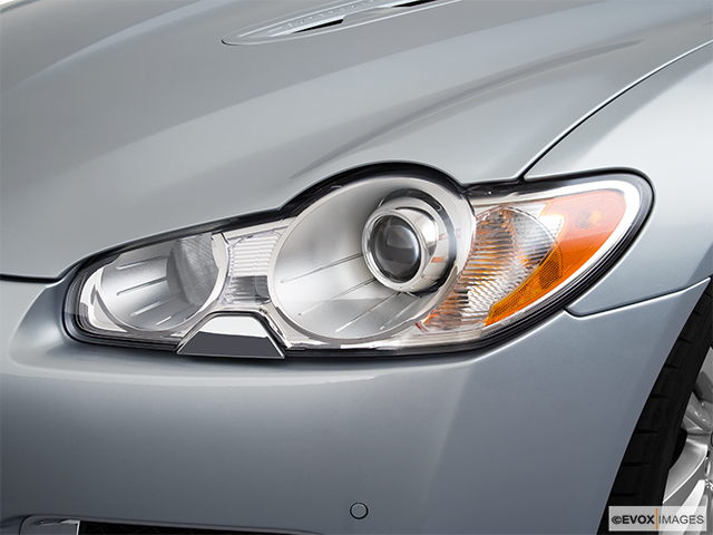 2010 Jaguar XF Drivers Side Headlight