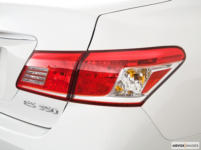 2010 Lexus ES 350 Passenger Side Taillight