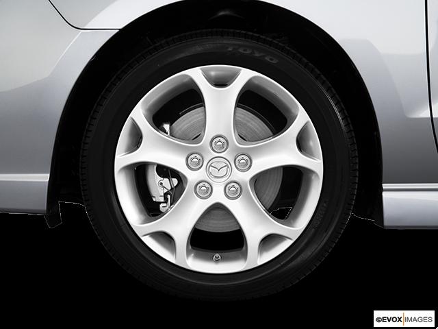 2010 Mazda Mazda5 Front Drivers side wheel at profile