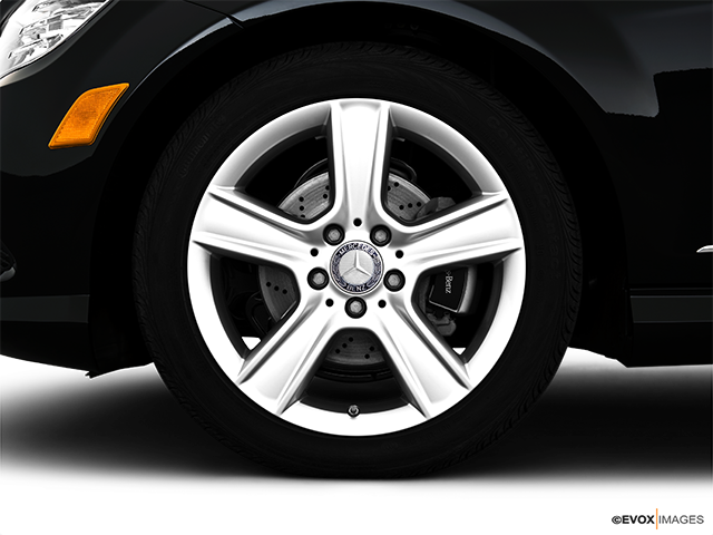2010 Mercedes-Benz C-Class Front Drivers side wheel at profile