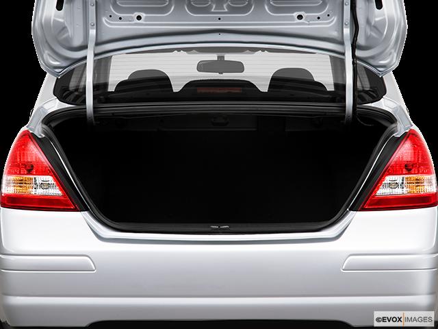 2010 Nissan Versa Trunk open