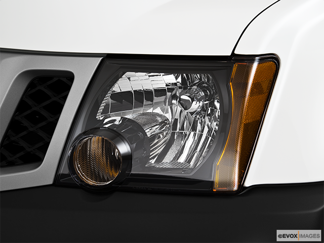 2010 Nissan Xterra Drivers Side Headlight