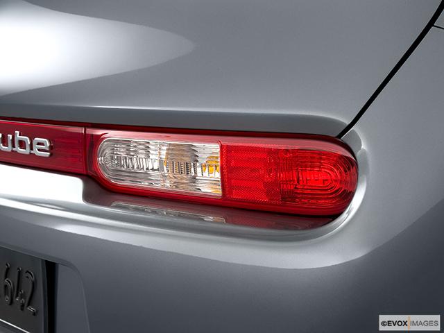 2010 Nissan cube Passenger Side Taillight