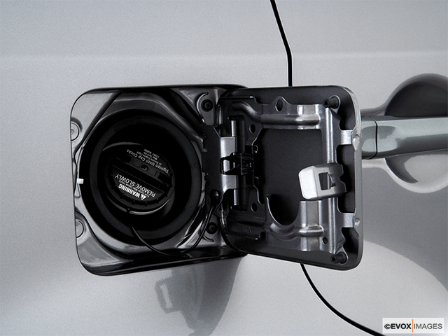 2010 Nissan cube Gas cap open
