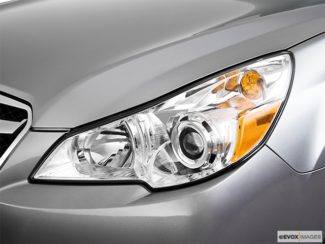 2010 Subaru Legacy Drivers Side Headlight
