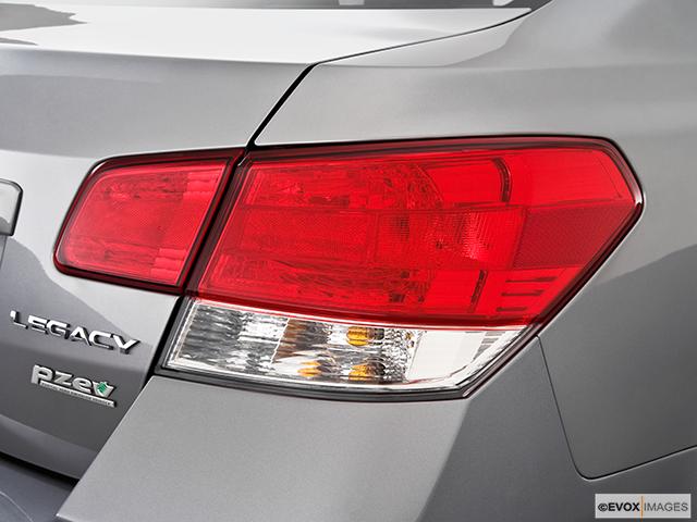 2010 Subaru Legacy Passenger Side Taillight